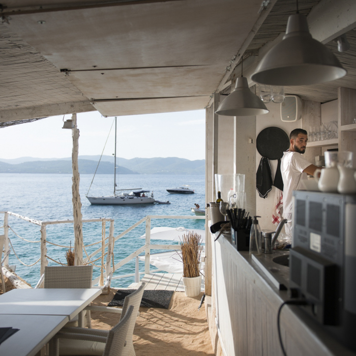 Travel photo by Munich-based photographer Dirk Bruniecki of a bar at the beach